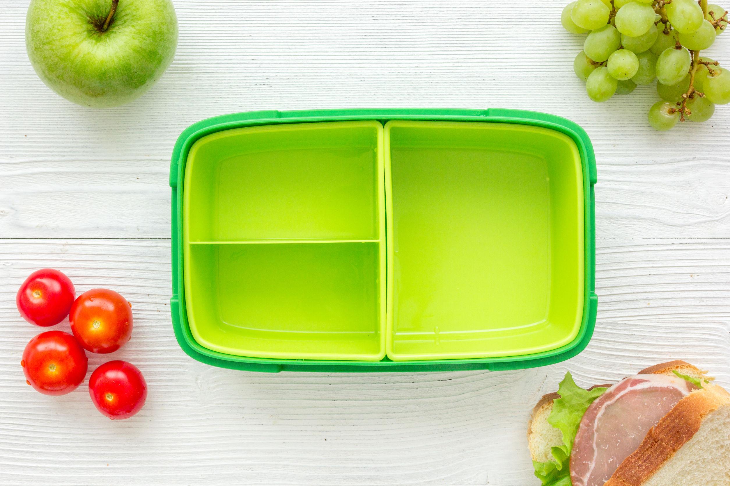 Un contenedor de comida de color verde